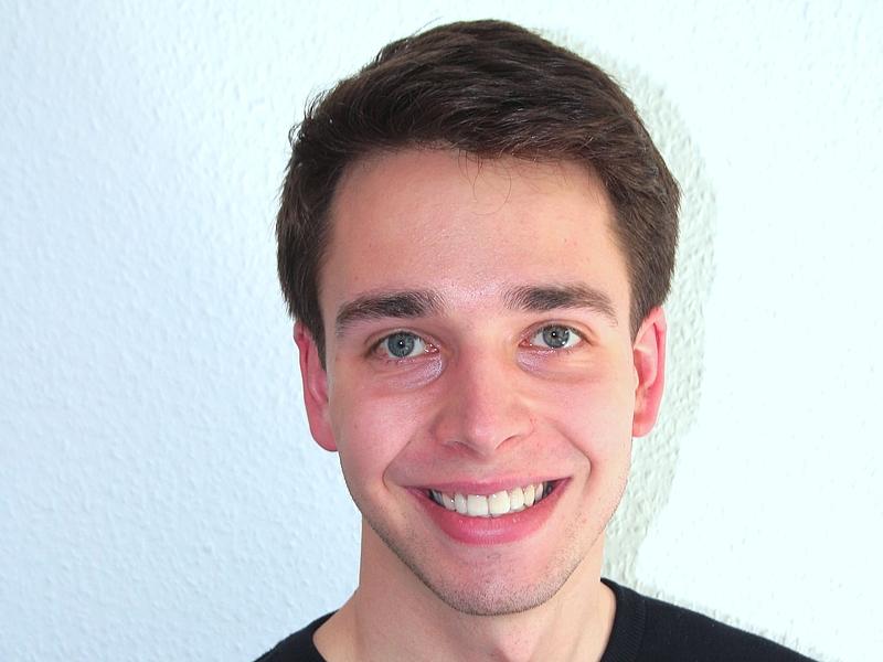 Philip Schultz, Praktikant